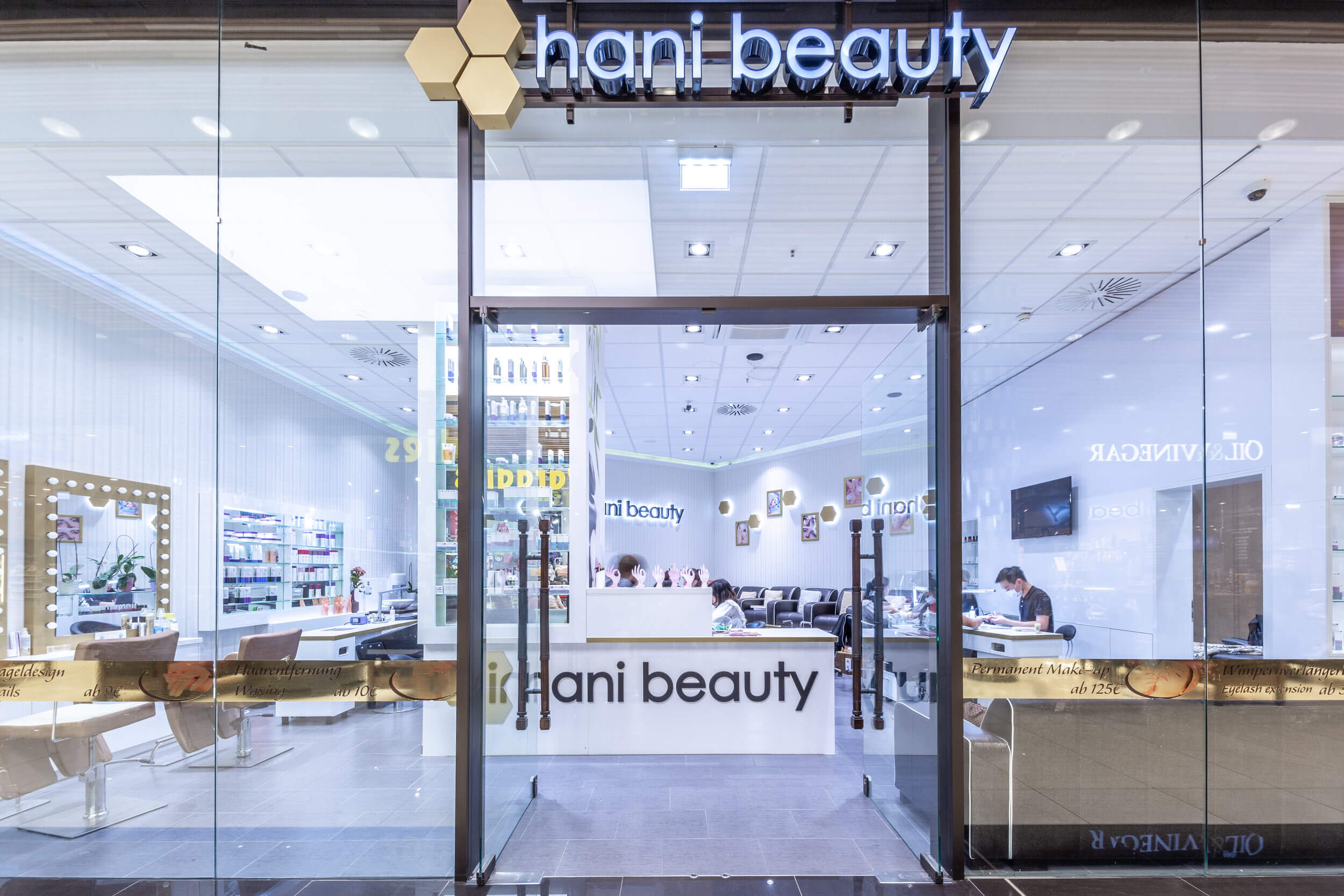 Hani Beauty at the Mall of Berlin